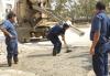 Trabajadores recuperan pavimento en Planta Valencia